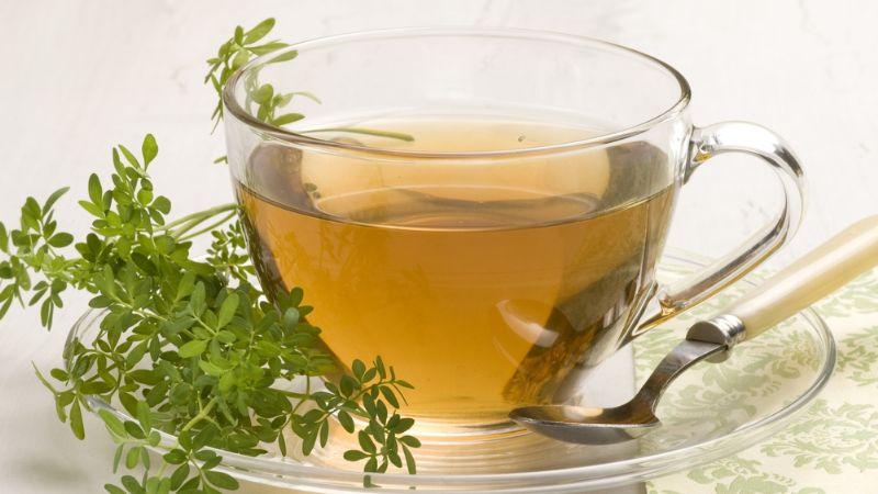 Cómo se hace el té de ruda y por qué hay que tomarlo hoy