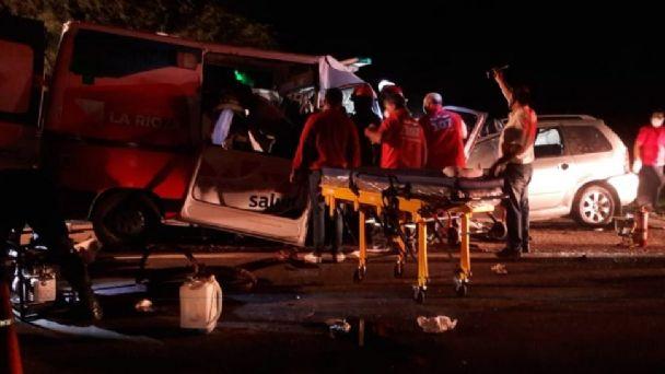 Tragedia en La Rioja: Nueve muertos en choque entre un auto y una ambulancia  | El Esquiu